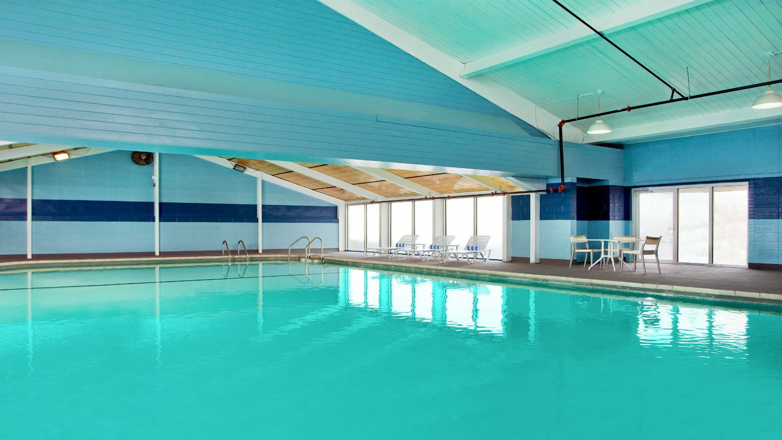 Four Points Cleveland Airport | Indoor Pool